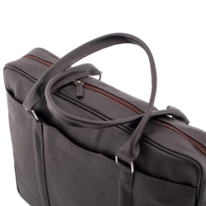 brązowa torba na laptopa