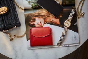 czerwony mały portfel